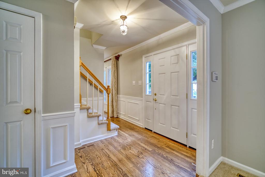 Foyer with hardwood floors - 45838 CABIN BRANCH DR, STERLING