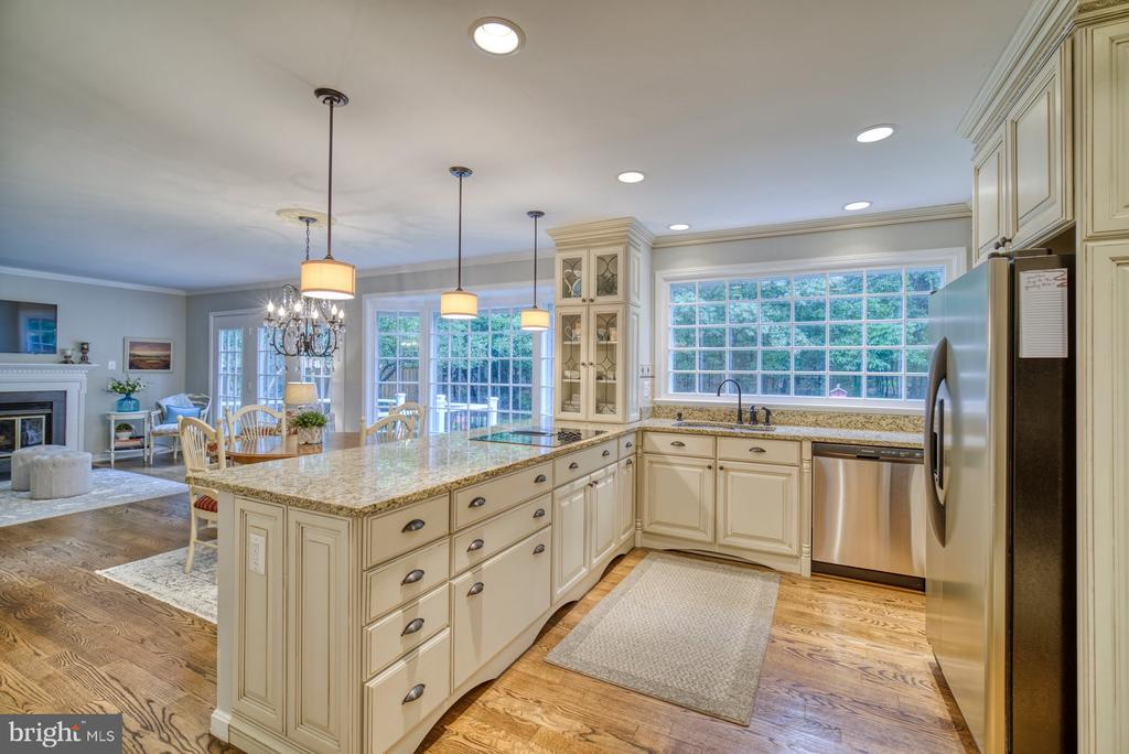 Thomasville Cabinetry - 45838 CABIN BRANCH DR, STERLING