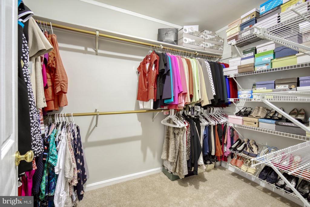 Walk in Closet - 45838 CABIN BRANCH DR, STERLING