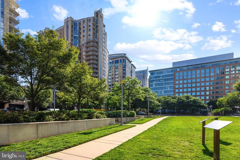 Town Square Park - 1515 STUART RD, RESTON