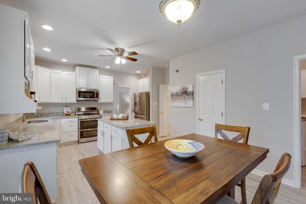 Breakfast Room to Kitchen - 4266 WILTSHIRE PL, DUMFRIES