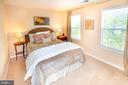 Good size 3rd level 2nd bedroom with plush carpet - 5000 DONOVAN DR, ALEXANDRIA