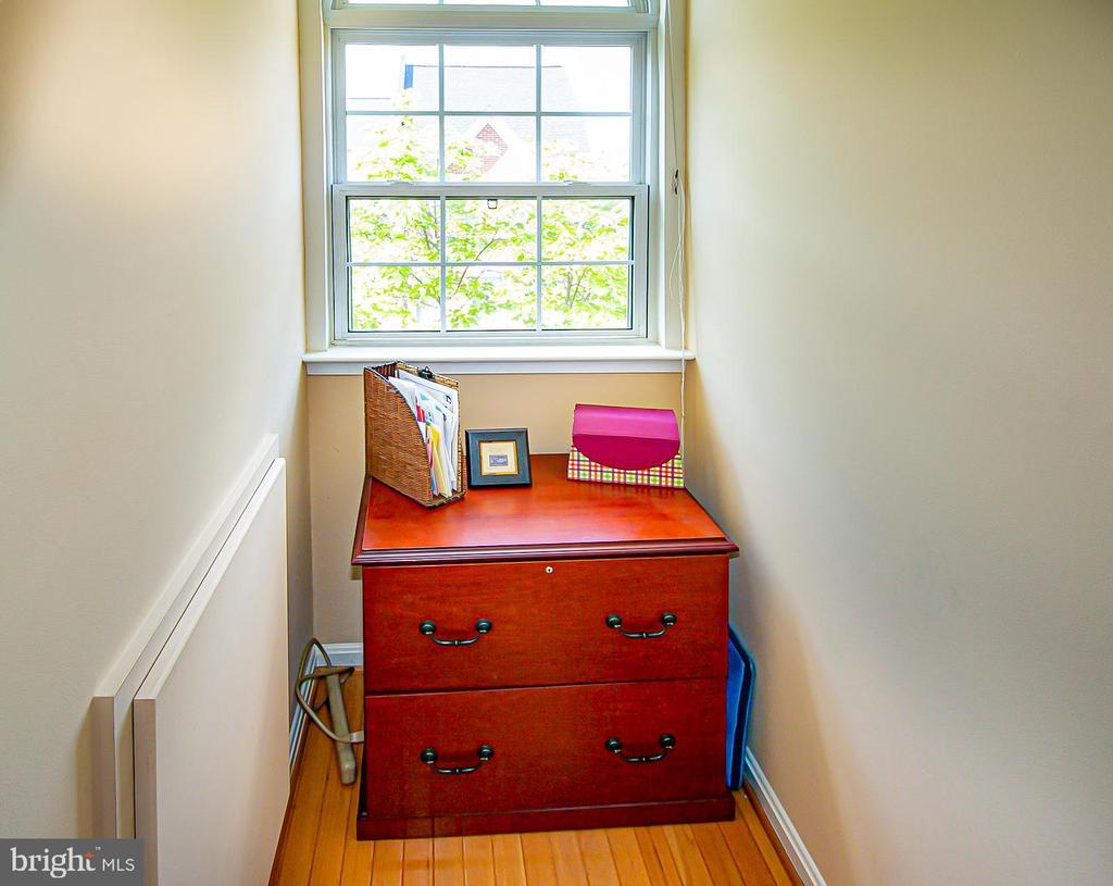 4th level 3rd bedroom dormer nook - 5000 DONOVAN DR, ALEXANDRIA