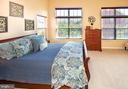 Light + bright 3rd level primary bedroom - 5000 DONOVAN DR, ALEXANDRIA