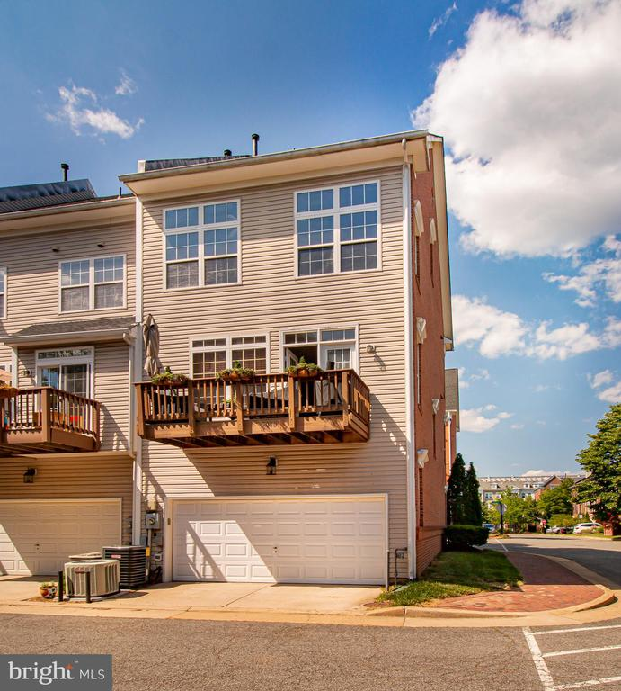 Back elevation with private drive + 2 car garage - 5000 DONOVAN DR, ALEXANDRIA