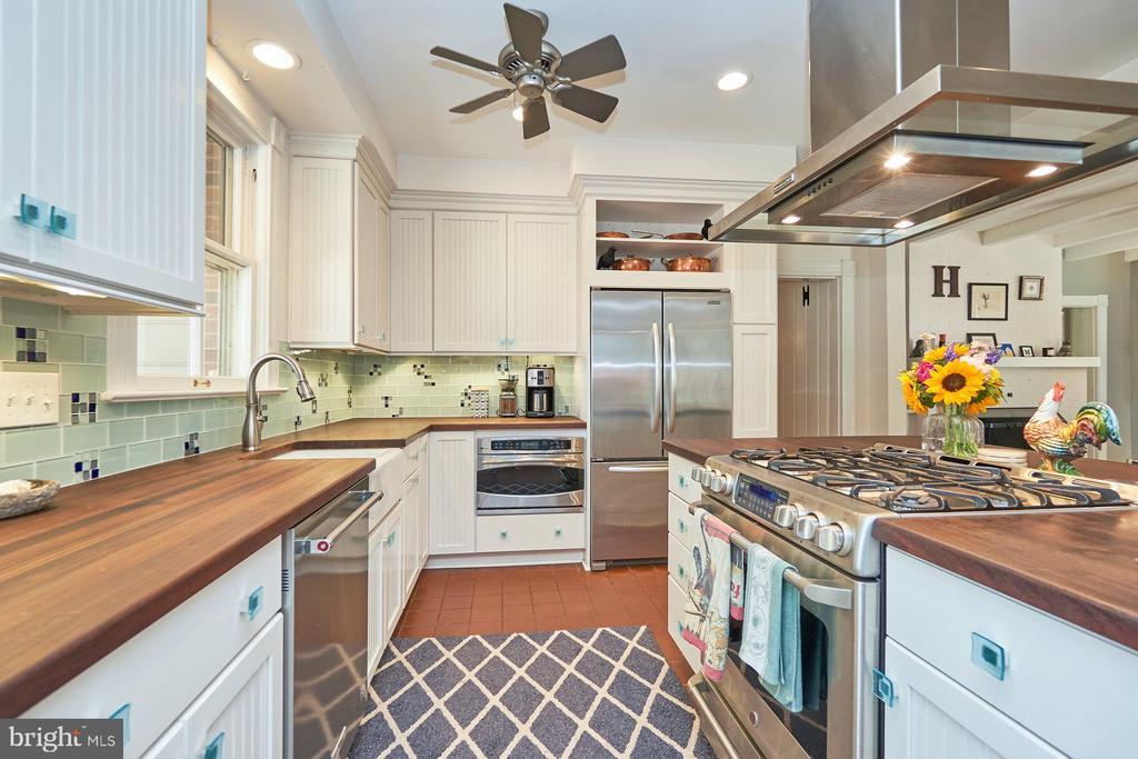 Efficient Kitchen - 9012 GRANT AVE, MANASSAS