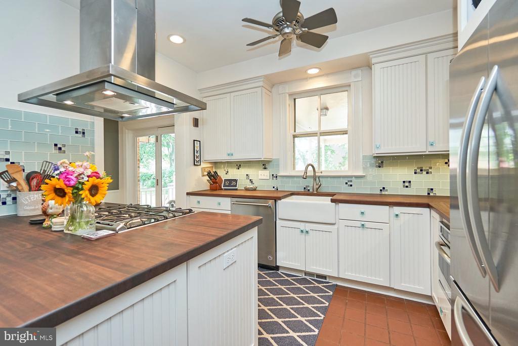 Remodeled, Updated Kitchen - 9012 GRANT AVE, MANASSAS