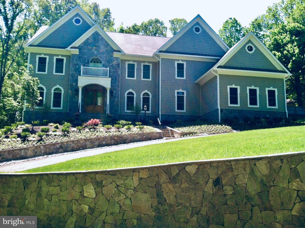 Estate Home w/Options:6 Acres in Heart of Oakton - 10603 VALE RD, OAKTON