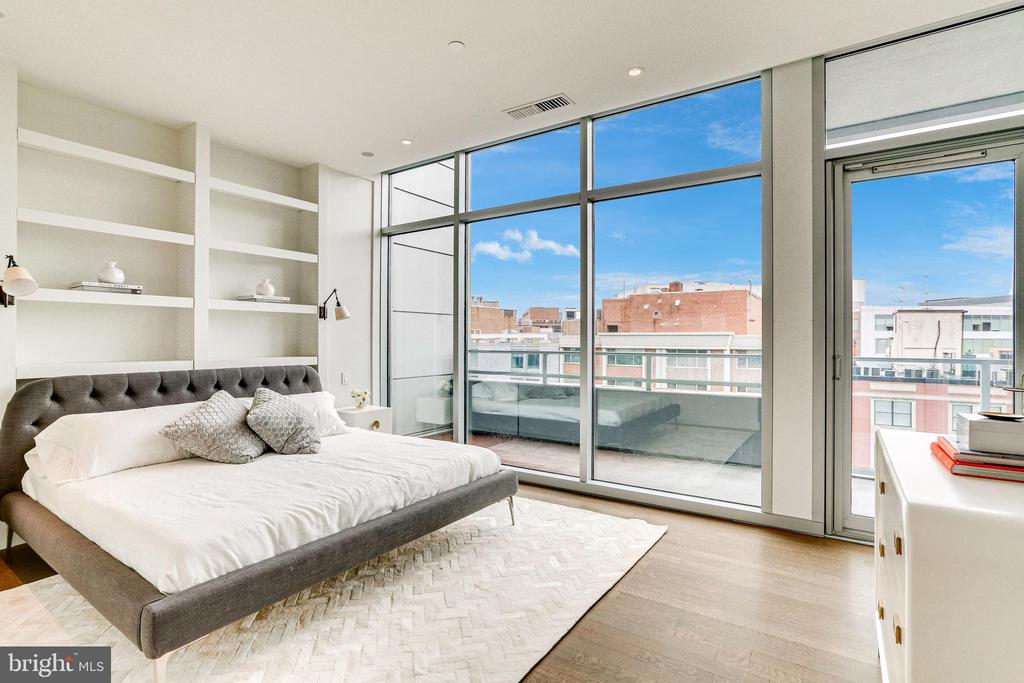 OWNER'S SUITE WITH DOOR TO SECOND TERRACE - 1177 22ND ST NW #8G, WASHINGTON