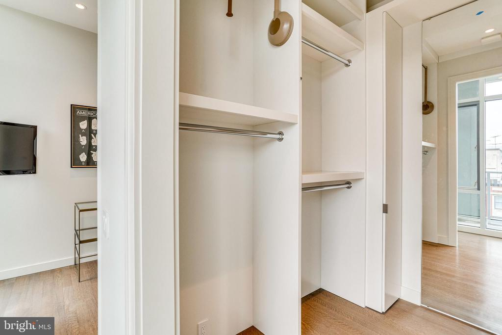 OWNER'S SUITE DRESSING AREA OR OFFICE - 1177 22ND ST NW #8G, WASHINGTON