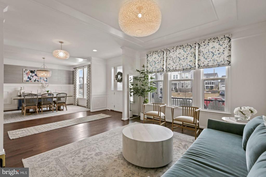 Elegant front living/dining - 1015 AKAN ST SE, LEESBURG