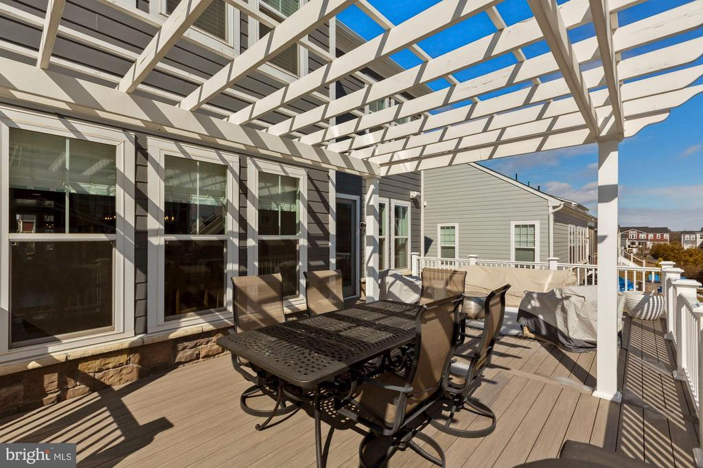 new oversized deck and pergola - 1015 AKAN ST SE, LEESBURG
