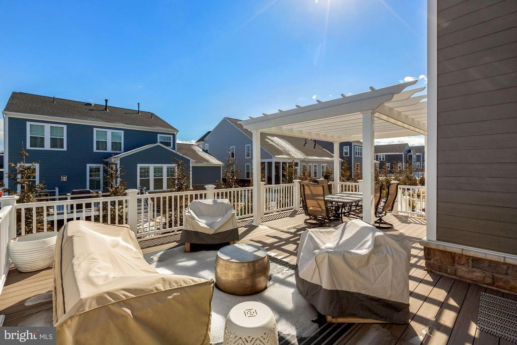 party deck for year round entertaining - 1015 AKAN ST SE, LEESBURG