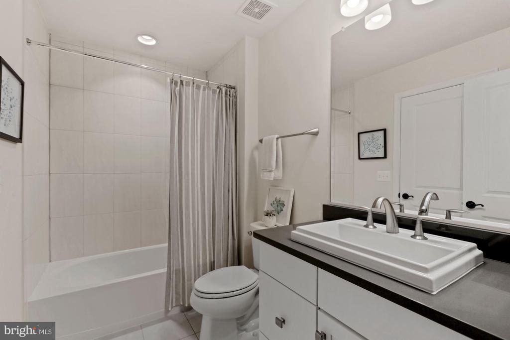 lower level full bath - 1015 AKAN ST SE, LEESBURG