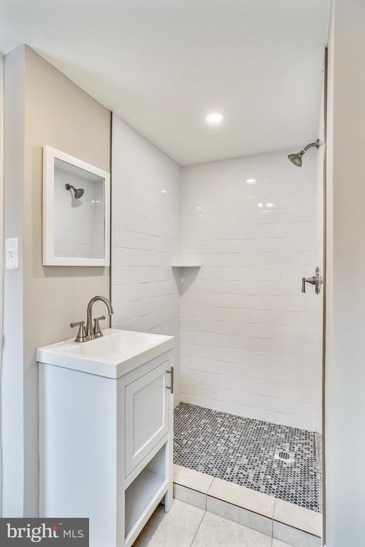 Bathroom - 900 S WAKEFIELD ST, ARLINGTON