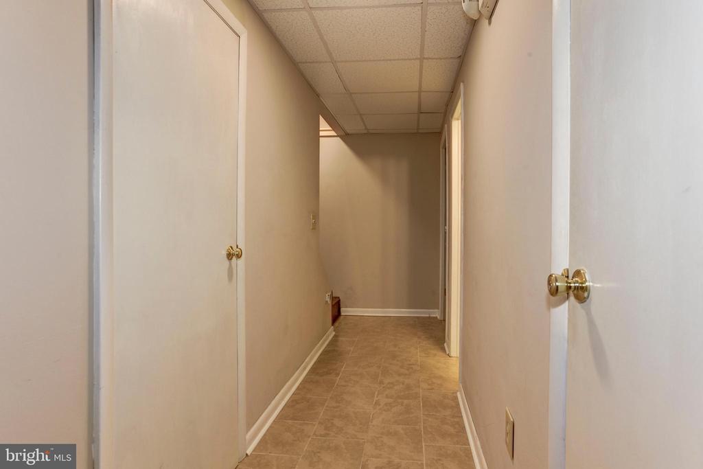 Lower Level Hallway - 7 FRANK CT, STAFFORD
