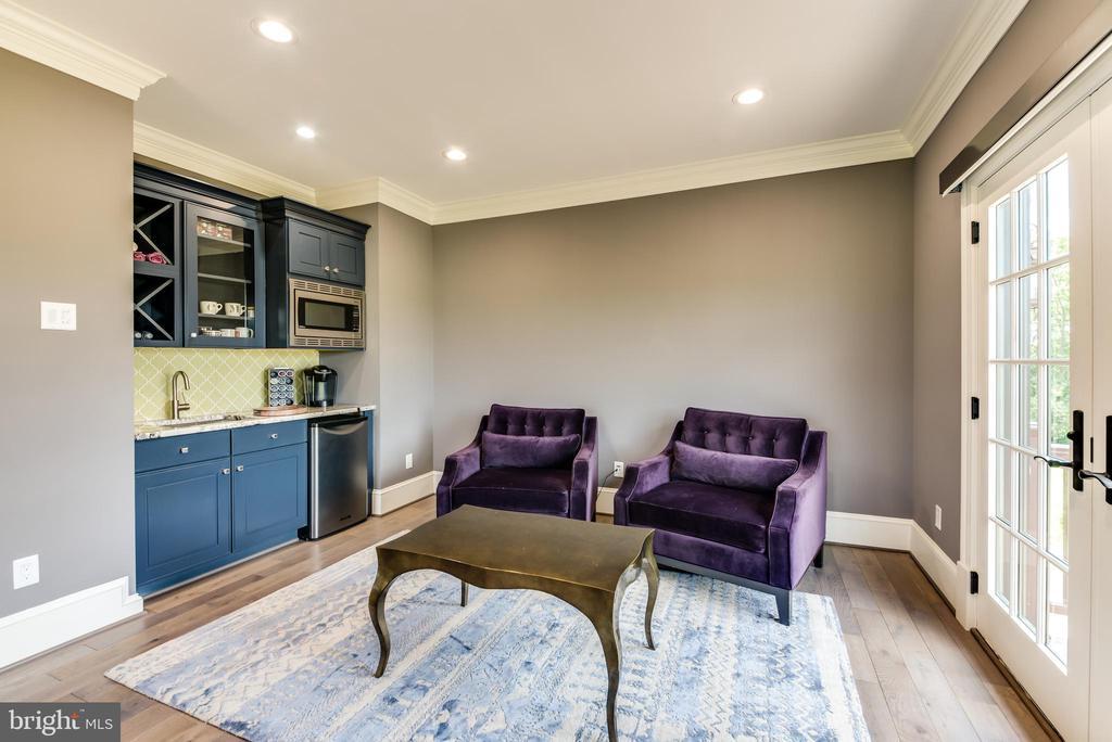 Upstairs - Owners Suite #2 - Kitchenette & Lounge - 42835 TRAVELERS RUN LN, LEESBURG