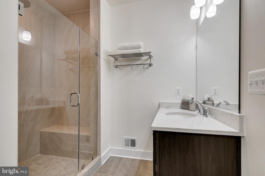 Master bathroom shower with vanity-Alt view - 44822 TIVERTON SQ, ASHBURN