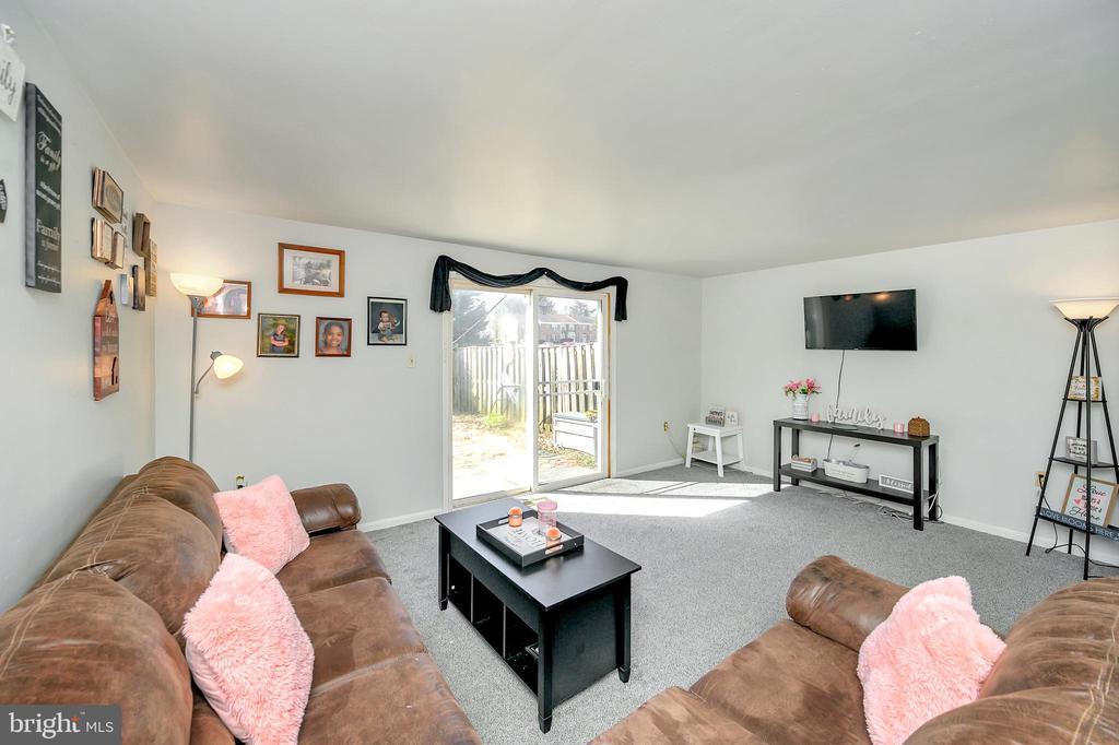 Living room - Middle level - 4613 CENTRAL PARK DR, WOODBRIDGE