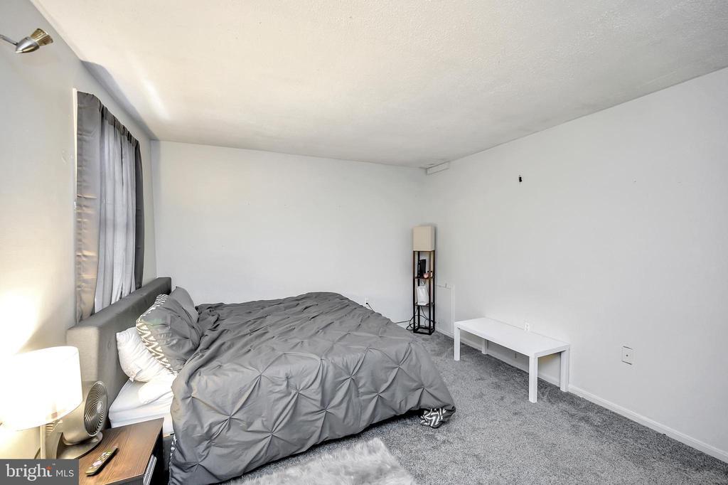 Upper level bedroom 1 - 4613 CENTRAL PARK DR, WOODBRIDGE