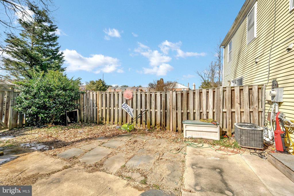 Fenced in backyard - 4613 CENTRAL PARK DR, WOODBRIDGE