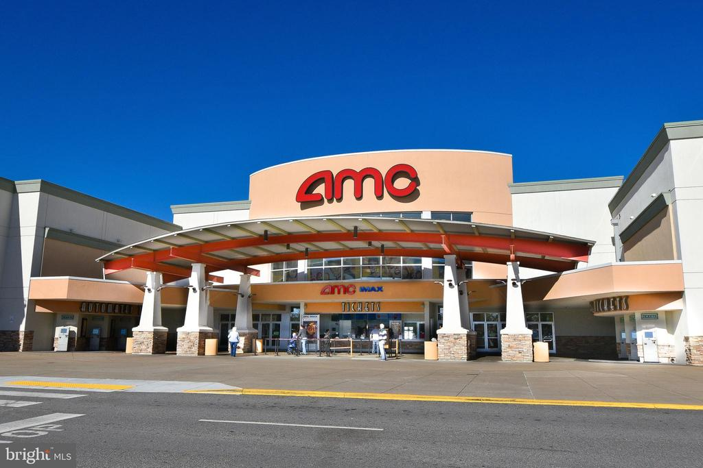 Nearby AMC theater! - 4613 CENTRAL PARK DR, WOODBRIDGE