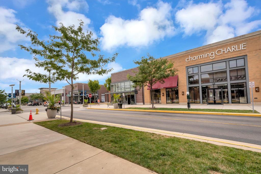 Nearby shopping! - 4613 CENTRAL PARK DR, WOODBRIDGE