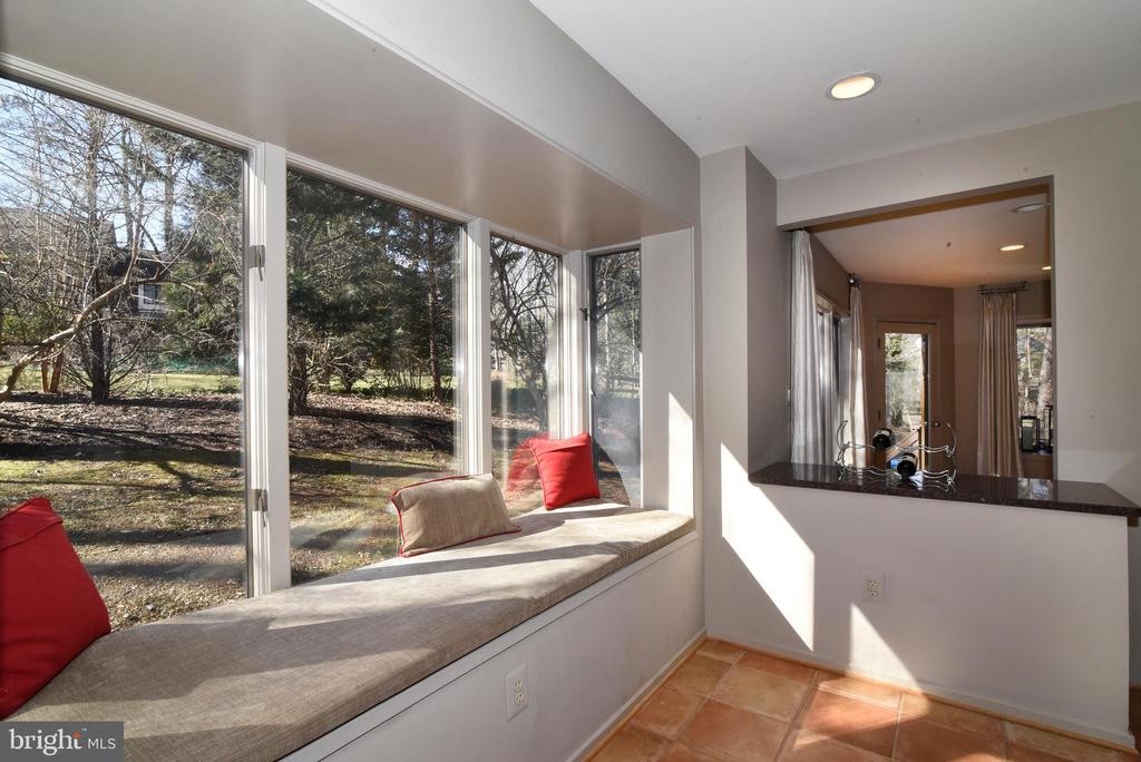 Box Bay window in Kitchen - 1101 PEPPERTREE DR, GREAT FALLS