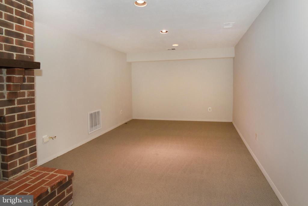 Alcove off Rec Room - great for Exercise Equip - 1101 PEPPERTREE DR, GREAT FALLS