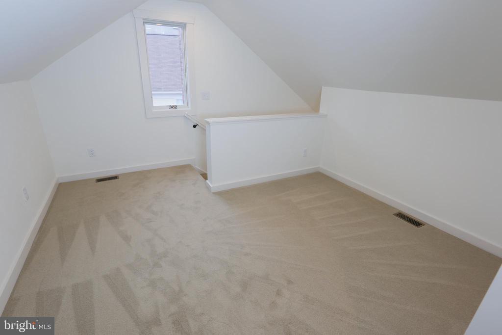 Upstairs Bonus Area - 705 WIRT ST SW, LEESBURG