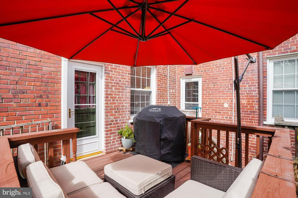 Cozy up on your deck - 2600 16TH ST S #713, ARLINGTON