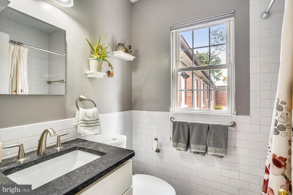 Updated bathroom with heated floors - 2600 16TH ST S #713, ARLINGTON