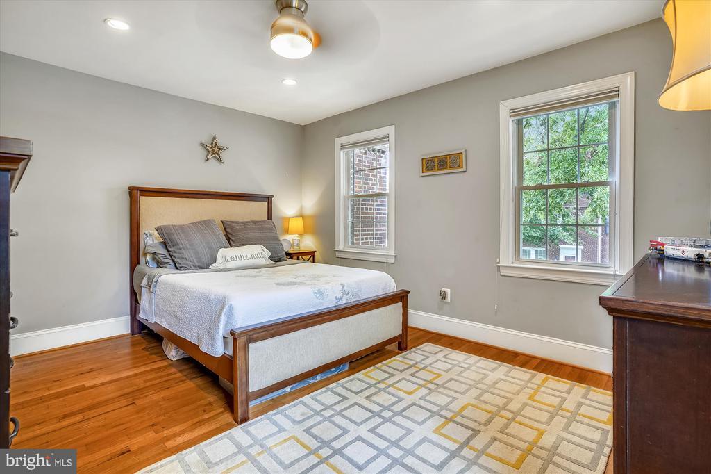 Bedroom with pretty hardwoods - 2600 16TH ST S #713, ARLINGTON