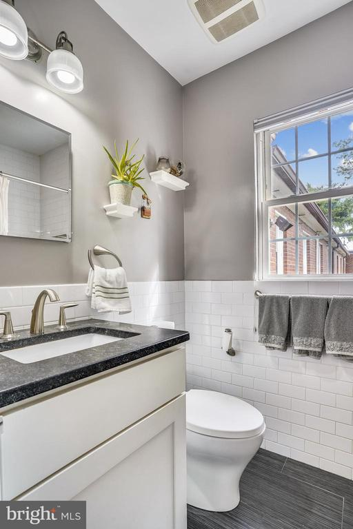Renovated bathroom - 2600 16TH ST S #713, ARLINGTON