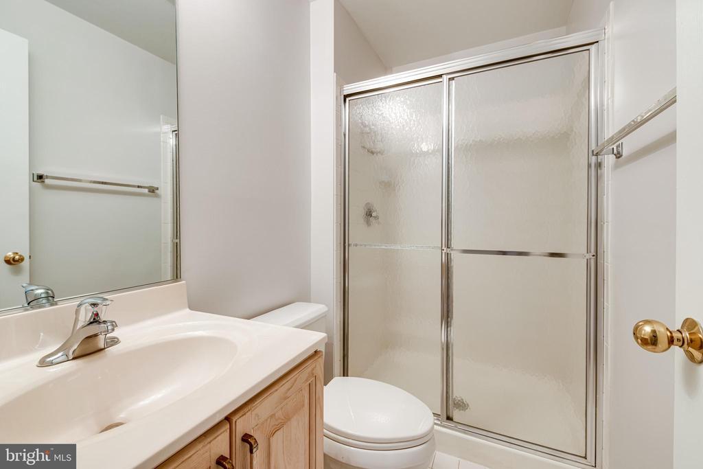 Bathroom 3 on lower level - 6151 BRAELEIGH LN, ALEXANDRIA