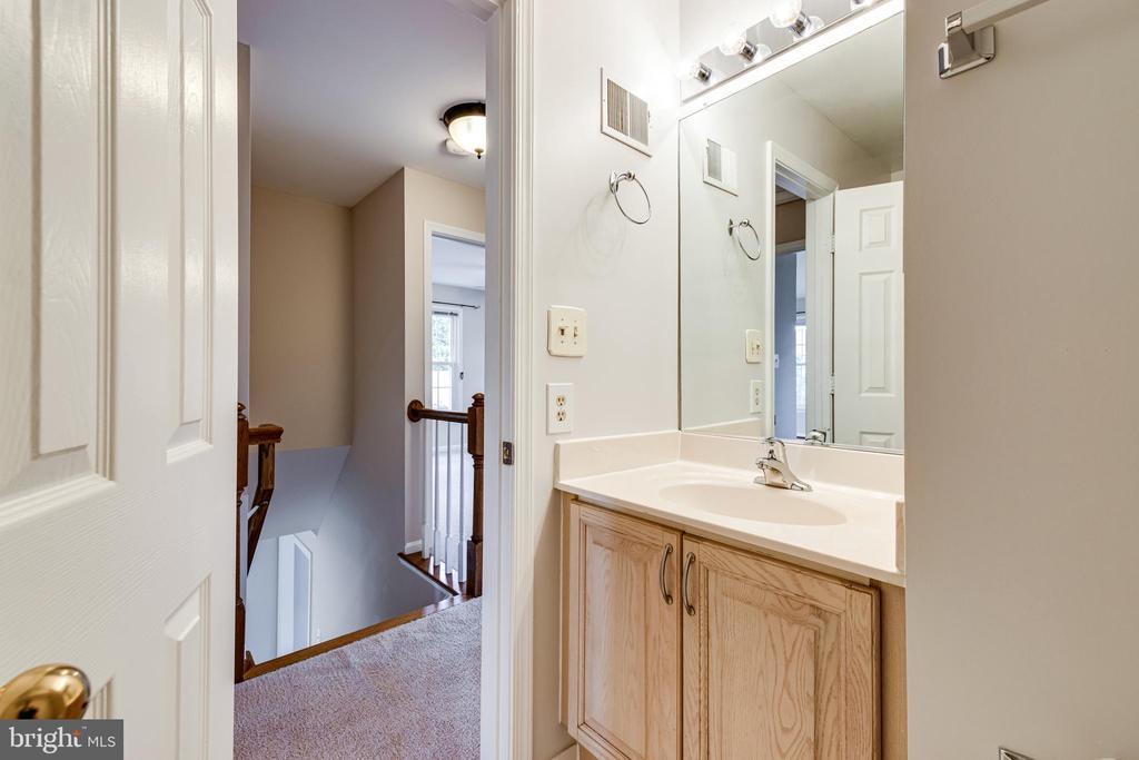 Bathroom 2 - 6151 BRAELEIGH LN, ALEXANDRIA