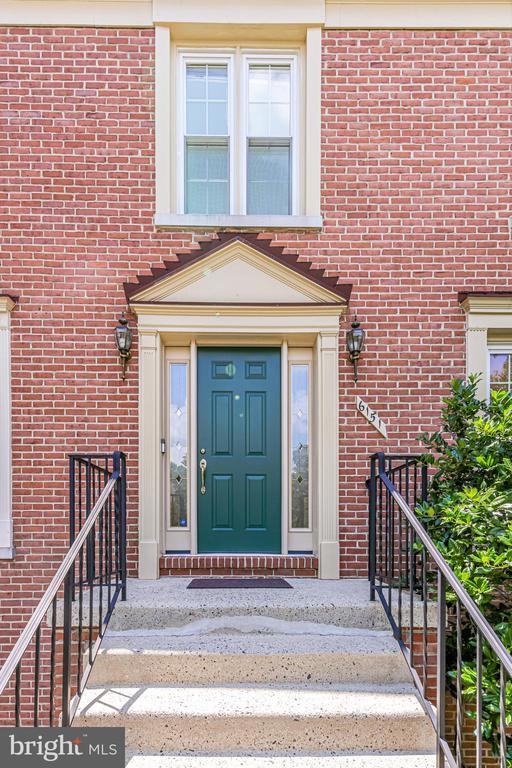 Charming front door - 6151 BRAELEIGH LN, ALEXANDRIA