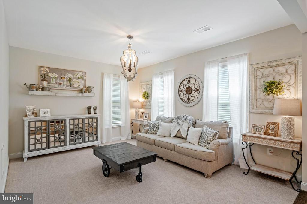 Your new family room - 2066 ALDER LN, DUMFRIES