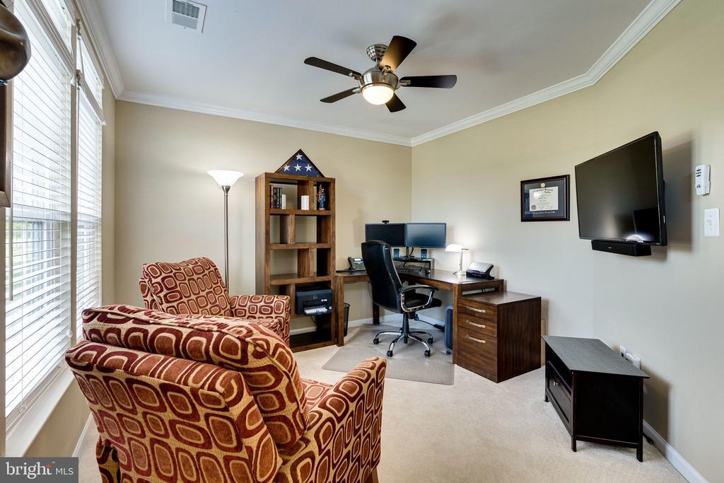 Main level office/den w ceiling fan - 42965 EDGEWATER ST, CHANTILLY