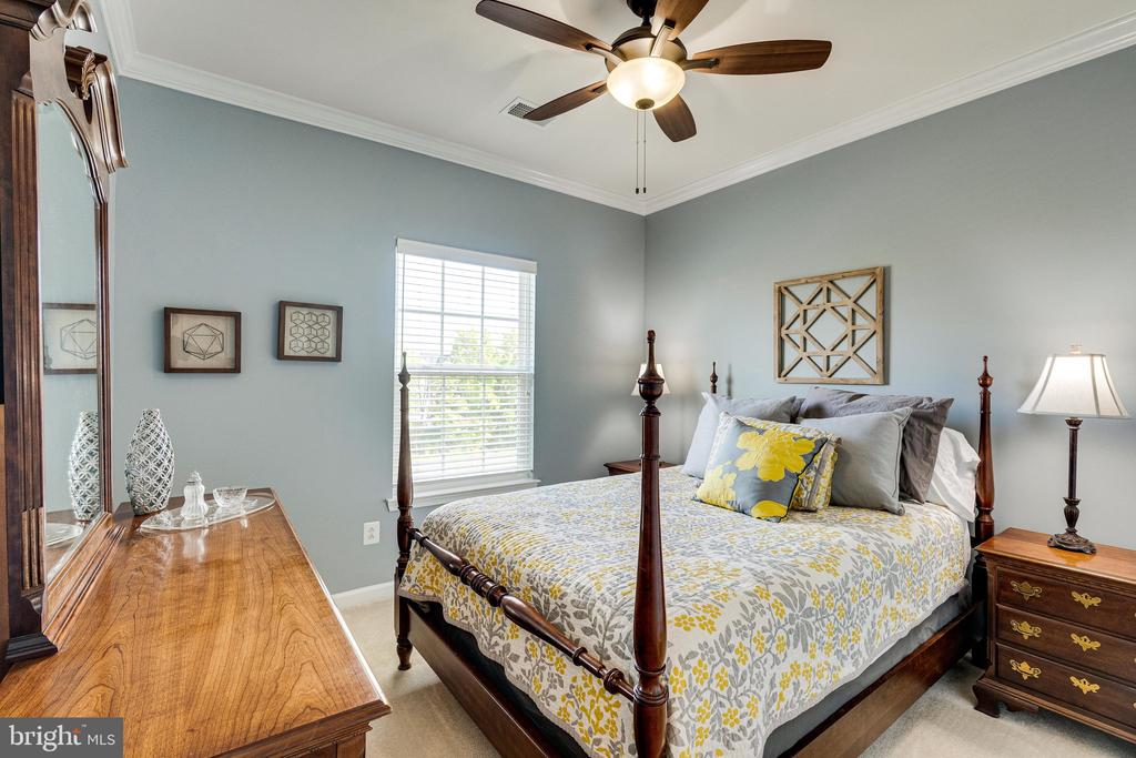 Bedroom 2 with ceiling fan - 42965 EDGEWATER ST, CHANTILLY
