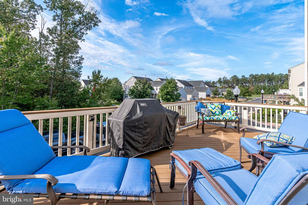 Deck overlooking common area - 42965 EDGEWATER ST, CHANTILLY