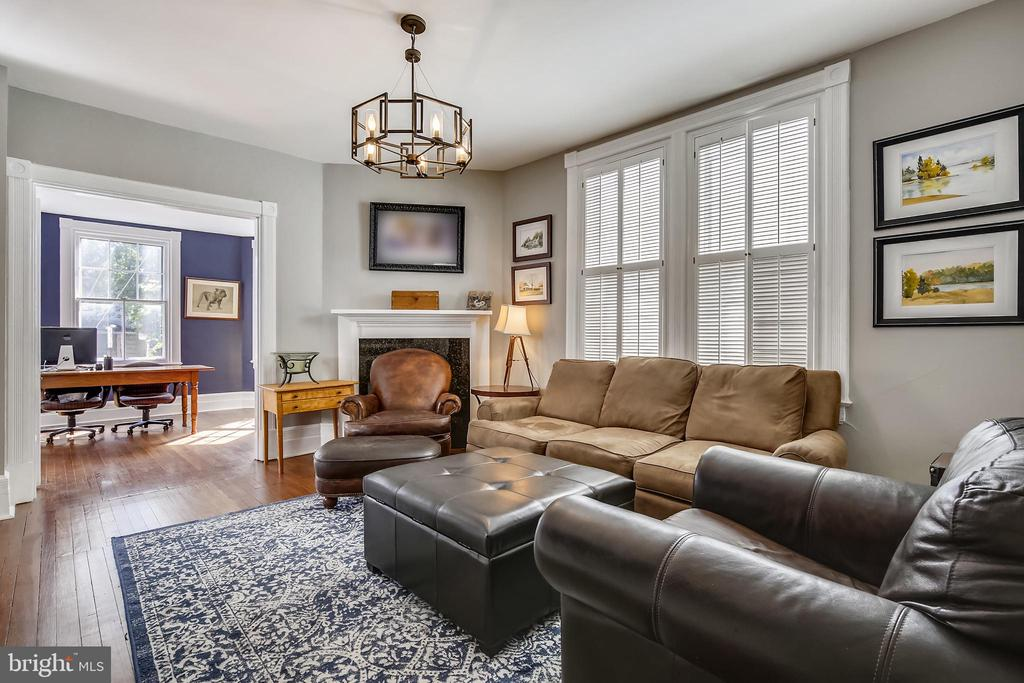 second family room - 11 WIRT ST SW, LEESBURG