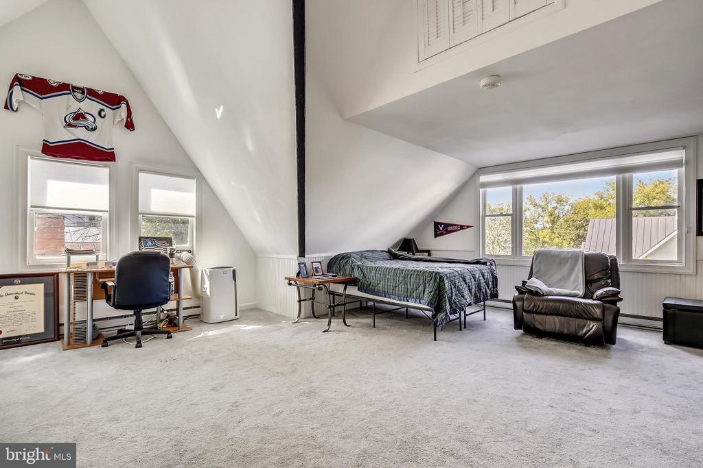 4th level bedroom - 11 WIRT ST SW, LEESBURG