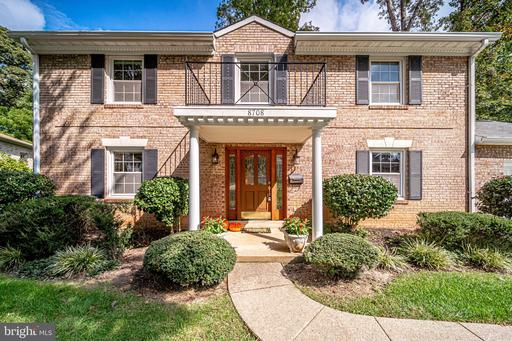 8708 CHIPPENDALE CT