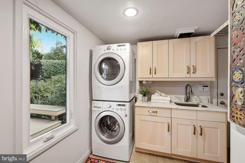 Handy laundry area - 3 SPRINGER, BETHESDA