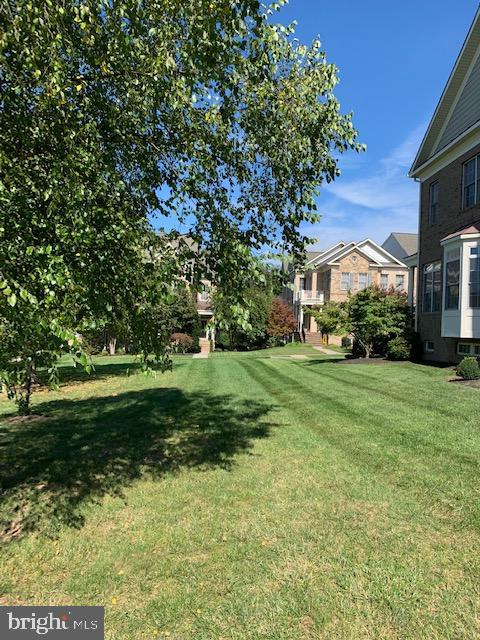 Enjoy grassy private area you don't mow! - 43512 STARGELL TER, LEESBURG