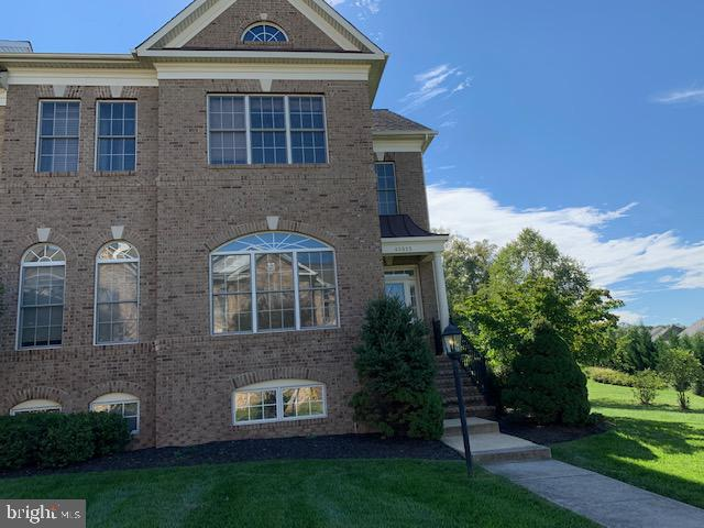 Sides to sunny common area, fenced patio in back! - 43512 STARGELL TER, LEESBURG