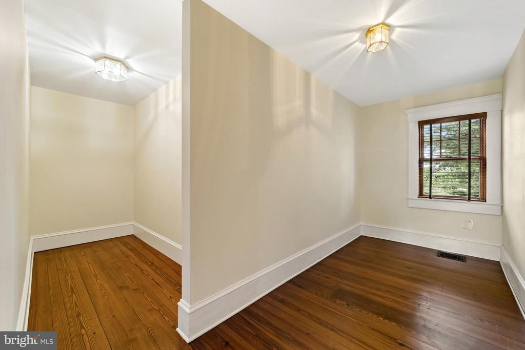 huge walk-in closets - 20707 ST LOUIS RD, PURCELLVILLE