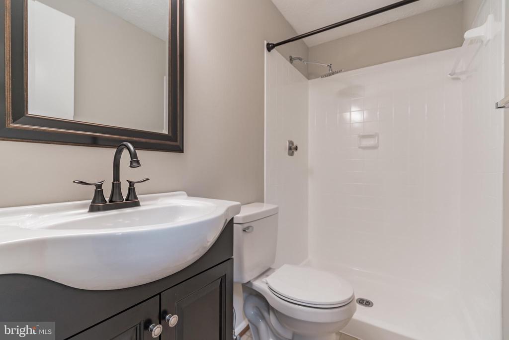 Second vanity inside bathroom - 1227 AQUIA DR, STAFFORD