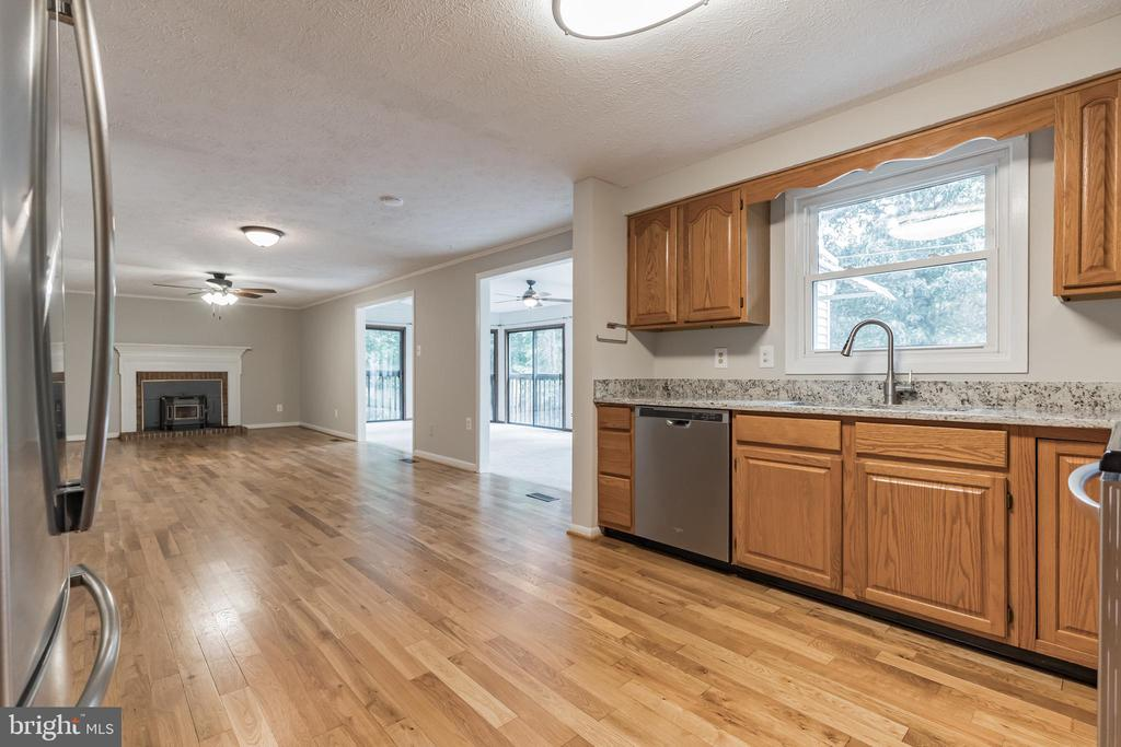 Great open concept provides a space for entertaini - 1227 AQUIA DR, STAFFORD